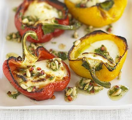 Peppers with halloumi