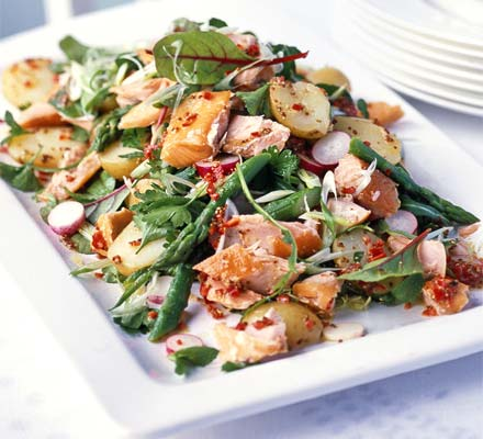 Smoked salmon salad with a chilli dressing