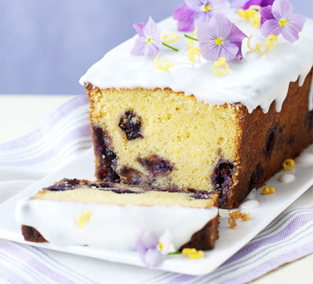 Lemon curd & blueberry cake