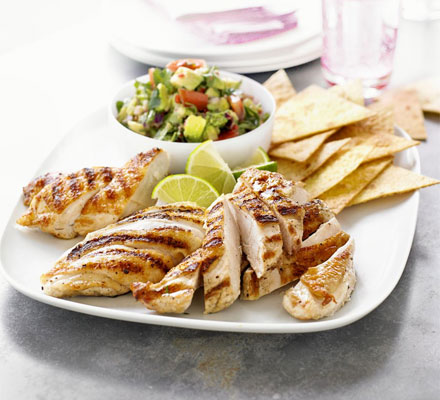 Grilled chicken with spicy guacamole