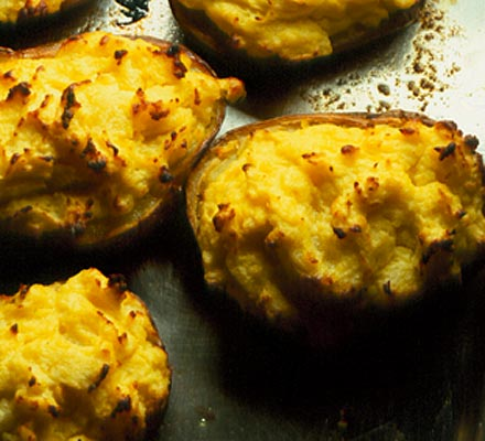 Soured cream baked potatoes